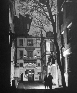 The theatre was located in an alley off the Rue Chaptal in Montmartre